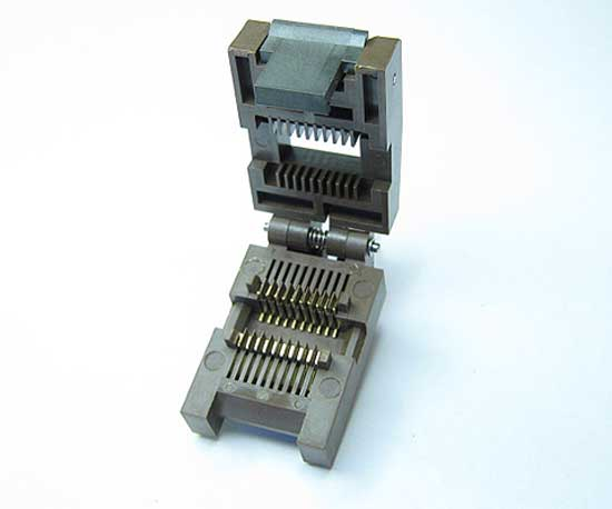 Enplas FP-20-1.27-06 Closed top top, 20 pin SOIC test socket.